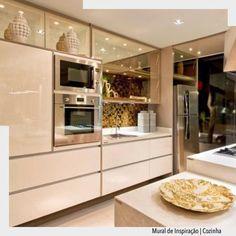 """1,501 Likes, 12 Comments - ArquiteturadeCoração (@arquiteturadecoracao) on Instagram: """"Cozinha neutra com destaque do vidro reflecta champanhe nas portas.  Arquiteturade❤️…"""""""