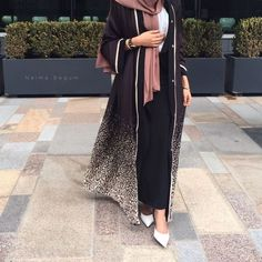 ,pictures had to be taken cause of the way I was being attacked by the wind Abaya Abaya Fashion, Muslim Fashion, Modest Fashion, Fashion Outfits, Modest Wear, Modest Outfits, Niqab, Hijab Trends, Mode Abaya