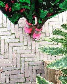 Peep toe vegan raspberry pink clogs