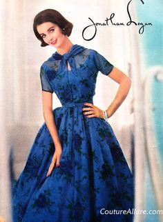1957 Couture Allure Vintage Fashion Jonathan Logan blue roses print on nylon chiffon. The taffeta lining is also printed with roses for a shadow effect. Fifties Fashion, Retro Fashion, Vintage Fashion, Vintage Style, Womens Fashion, Vintage Skirt, Vintage Dresses, Vintage Outfits, Vestidos Pin Up