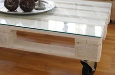 http://homestrong.net/wp-content/uploads/2014/02/pallet-coffee-table-glass-top-1qlnp0na.jpg