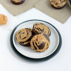 100-Calorie Peanut Butter Swirl Buckwheat Brownies via @FitFoodie_Lee