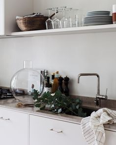 30 Nifty Small Kitchen Design and Decor Ideas to Transform Your Cooking Space - The Trending House Kitchen Cupboards, Kitchen Countertops, Kitchen Dining, Kitchen Decor, Beautiful Kitchens, Cool Kitchens, Country Look, Best Kitchen Designs, Scandinavian Kitchen