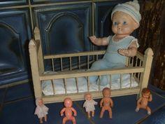 altes Puppenbett und Puppen | eBay