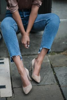 stepped hem frayed jeans, suede court shoes