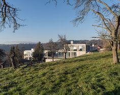 Schul- und Gemeindezentrum Belmont-sur-Lausanne, Schweiz - Betonstufen am Hang - Objekte - Beton.org