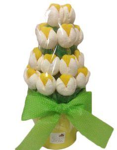Maceta de flores de chuches Maceta realizada con tulipanes compuestos de nube y golosinas, consta de 18 a 20 tulipanes Usted puede elegir el color del tulipan entre; rojo, amarillo, verde, naranja, rosa , morado y azul.Medidas aproximadas 30 de alto x 20 de ancho.Peso aproximado 650grs Precio : 19.95 https://elmundodelaschuches.com/tienda/flores-de-chuches/maceta-de-flores-de-chuches/