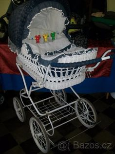 Vintage Pram, Prams And Pushchairs, Baby Buggy, Baby Prams, Baby Carriage, Stylish Baby, Baby Kind, Baby Gear, My Childhood