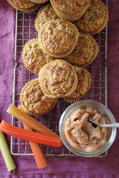 Rabarbramuffins  #muffins #rabarbra #rhubarb #muffins #baking #freshfood #enkel #easy #oppskrift #recipe Flank Steak, Cupcake Recipes, Peanut Butter, Caramel, Almond, Rolls, Cupcakes, Mat, Chocolate