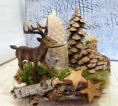 "NATURKRANZ ""Wald-Hirsch"" Coroa do advento por ♥♥ wreath art ♥♥ em DaWanda. Decoration Table, Christmas Tree Decorations, Christmas Ornaments, Holiday Decor, Acorn Crafts, Pine Cone Crafts, Christmas Craft Projects, Diy Home Decor Projects, Hedgehog Craft"