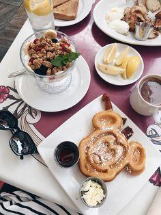 Disneyland best breakfast, carnation cafe, Mickey Mouse waffles, breakfast