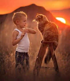 LJHolloway Photography is an award winning Las Vegas Child Photographer who loves capturing the personality and innosence of children! Animals For Kids, Animals And Pets, Baby Animals, Cute Animals, Animal Gato, Mundo Animal, Love Photos, Cute Pictures, Tier Fotos