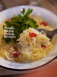 リゾーニでお洒落で簡単!時短なトマトとシラスのリゾット  by SHIMA / お米の形のショートパスタ「リゾーニ」なら時短でお洒落なリゾットが完成!食べたいと思ったら、約11分でモチモチ食感のショートパスタがっ!お手軽であっという間にお家でカフェ気分を味わえる1品ですシラスとトマトの旨味を吸い込んだモッチリ小さいパスタが絶品です / Nadia