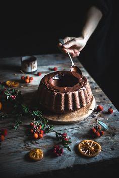 La Ciambella cioccolato e arancia (one bowl chocolate orange bundt cake) è un dolce velocissimo e profumato, perfetto per il giorno di Natale