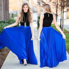 Royal blue pleat maxi skirt I'd wear it with a white top. Royal Blue Skirts, Blue Pleated Skirt, Chiffon Skirt, Dress Skirt, Blue Maxi, Trendy Dresses, Nice Dresses, Blue Skirt Outfits, Marine Uniform