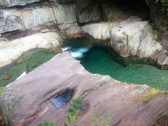 Warren Falls in Vermont is the perfect swimming hole to cool down, complete with a picturesque waterfall. Perfect for adventure seekers or families! Ottawa, England, Ice Climbing, Spring Nature, Swimming Holes, East Coast, Travel Usa, Vermont, State Parks