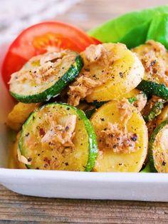 味がしみしみ♡『ズッキーニとポテトのベイクドペッパーマリネ』 What You Eat, Potato Salad, Zucchini, Food And Drink, Potatoes, Meat, Vegetables, Cooking, Ethnic Recipes