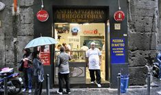 Yes ! I loved this place ! Crowded, but cheap and DELICIOUS ! dimatteo Pizzeria Di Matteo, Centro Storico, Naples