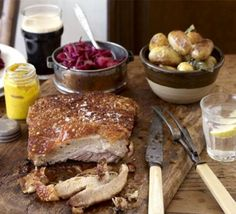 Three-hour pork belly Could do with the lemon chilli salt roast potatoes & a sal… Drei Stunden Schweinebauch Kann man mit Zitronen-Chili-Salz-Bratkartoffeln und einer Salsa Verde machen Roast Pork Crackling, Slow Roast Pork, Slow Cooked Pork, Salsa Verde, Bbc Good Food Recipes, Cooking Recipes, Cooking Videos, Slow Cooking, Gourmet Recipes