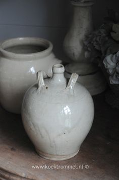 oud Frans kruikje met een '5' ingebakken Old Crocks, Frans, Sober, Metal Working, Stoneware, Tea Pots, Om, Bottles, Decor Ideas