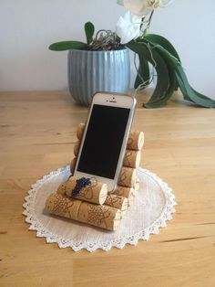 Mobile phone holder cell phone holder business card holder object holder jewelry holder made with cork plugs Wine Craft, Wine Cork Crafts, Wine Bottle Crafts, Wine Bottles, Wine Cork Art, Wine Corks, Wine Cork Projects, Support Telephone, Cell Phone Holder