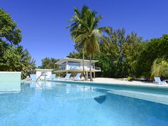 Luxury real estate in Islamorada FL US - Oceanfront Estate with Guest Cottage - JamesEdition