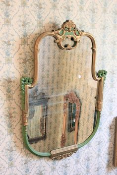 love this vintage mirror