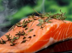 Increasing demands for sustainability in farming salmon has led to replacing part of the fish diet with vegetable oil. The result is salmon that has lower content of fatty acids. Is the new salmon still as beneficial for people to eat? Paleo Diet Food List, Diet Recipes, Healthy Recipes, Soup Recipes, Healthy Snacks, Recipes Dinner, Cooking Recipes, Diet Tips, Steamer Recipes