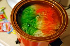 crock pot dyeing  your own yarn!  this is a cool tutorial on how to dye your own yarn in the crockpot with kool-aid