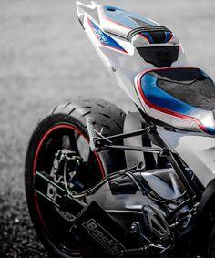 Cafe Racer Motorcycle, Motorcycle Garage, Motorcycle Design, Motorcycle Style, Bike Bmw, Moto Bike, Bmw Motorcycles, Cbr, Custom Sport Bikes