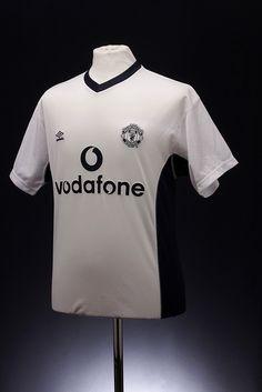 d080af8447f Manchester United Football Shirt (1999 - 2001