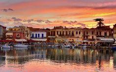 Solnedgang over Rethymnon by på Kreta. Se mere på www.apollorejser.dk/rejser/europa/graekenland/kreta