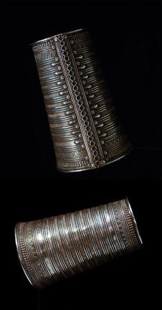India   Large old silver bracelet from Rajasthan   H: 15.5 cm. 350 gram   950€