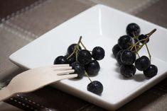 Šťáva a plody aronie černého jeřábu se doporučují jako léčba při vysokém krevním tlaku, anacidních gastritidách, ale i arterioskleróze. Také snižují Home Canning, Smoothie, Food And Drink, Fruit, Drinks, Cooking, Diet, Syrup, Drinking