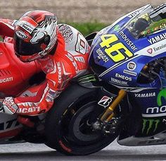 Indianapolis MotoGP Valentino Rossi gets real close to Andrea Dovitseo Moto Ducati, Gp Moto, Valentino Rossi 46, Yamaha Motorcycles, Bike Rider, Sportbikes, Road Racing, F1 Racing, Motorcycle Bike