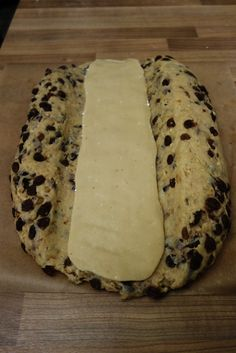 Christstollen with marzipan - tongue circus - marzipan filling You are in the right place about Easter Recipes Dessert brunch ideas Here we offer - Healthy Holiday Recipes, Recipes Dinner, Keto Holiday, Meat Appetizers, Simple Appetizers, Bon Dessert, Crock Pots, Finger Foods, Dinner Healthy