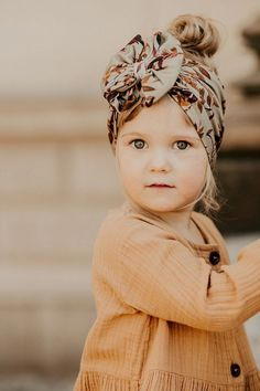 The iconic Valkama Headwrap in the serene Golden Botany print! In the Golden Botany pattern, leaves in browns shimmer on an olive green ground come to life in the golden light painted by the autumn sun. #headwrap Kids Headbands, Vintage Headbands, Cute Girls Hairstyles, Boho Hairstyles, Boho Headband, Headband Styles, Green Ground, Triangle Scarf, Hair Accessories For Women