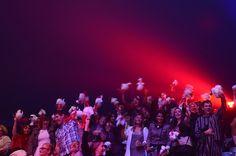 Ce samedi19 octobre , soirée de gala sous le chapiteau à Nancy, en effet , la Direction de carrefour bourgogne avait choisie d'offrir notre spectacle aux cadres de ses magasins à l'occasion des 50 ans de l'enseigne .Invités donc par Thierry Zandecki , Directeur régional ,environ 1000 collaborateurs ont répondus présent . Gilbert Gruss et les artistes tiennent à remercier tout le personnel de carrefour pour l'exceptionnelle ambiance donnée à cette soirée . photos de Fabrice VALLON