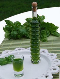 """Liquore di Basilico - Un particolare tipo di amaro, ottimo """"ammazza-caffé"""" e, in ogni caso, eccellente digestivo"""