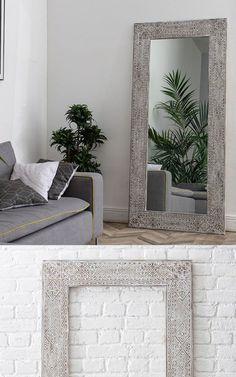 Papua Large - это усовершенствованная модель Papua среднего размера. В отличие от своего меньшего аналога у нее шире рисунок, по внутреннему контуру добавлена змейка с орнаментом, и для изготовления этой рамы используется значительно больше дерева. Массив сосны, состаривание и наш фирменный резной рисунок с белой затиркой. ⠀ Oversized Mirror, Frame, Furniture, Home Decor, Picture Frame, Decoration Home, Room Decor, Home Furnishings, Frames