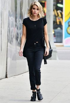 Emma Roberts Street Style Look Preto Crossover Bag