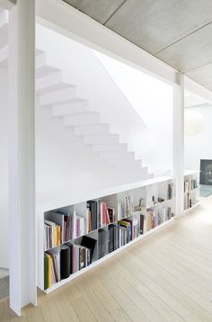 Bookshelves and stairs / House G + P in Les Borges Blanques Interior Stairs, Interior Architecture, Interior And Exterior, Interior Design, Colour Architecture, House Stairs, Stairways, Interior Inspiration, Interior Ideas