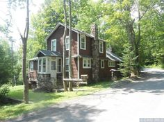 This property offers a little Craftsman, a little country,anda little affordability in the Greene County town of Ashland. We love the look of the main home's exterior, and the knotty pine interior is warm, homey, and features a cute retro kitchen. But the fun doesn't end there. It also comes with its own 1-bed guest …