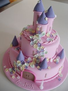 Original birthday cake for girls or boys Original cake for girls: pink castle and purple towers Gâteau anniversaire original pour fille ou garçon 0 Source by adelinefaustini Fancy Cakes, Cute Cakes, Fondant Cakes, Cupcake Cakes, Kale Pasta, Cake Wrecks, Birthday Cake Girls, Fairy Birthday Cake, Castle Birthday Cakes