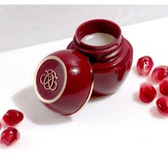 Beauty, Business and My Life Pomegranate Seed Oil, Tender Care Oriflame, Oriflame Beauty Products, Beauty Shop, Vitamin E, The Balm, Perfume, Marketing Ideas, Royal Jelly