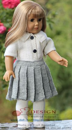 18 inch doll knitting patterns, like the skirt pattern. Knitting Dolls Clothes, Ag Doll Clothes, Crochet Doll Clothes, Doll Clothes Patterns, Knitted Dolls Free, American Girl Crochet, Crochet Doll Dress, American Doll Clothes, Girl Dolls