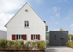Zwischen-Raum Houses In Germany, Red Shutters, German Houses, Design Exterior, Built In Furniture, House Extensions, Historic Homes, Traditional House, Modern Architecture