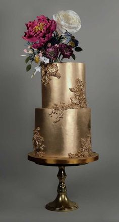 The Prettiest & Unique Wedding Cakes We've Ever Seen Need some inspiration for your cake design? Which style of cake should you choose? What should it taste like? The wedding cake style will. Pretty Wedding Cakes, Black Wedding Cakes, Elegant Wedding Cakes, Wedding Cake Designs, Unique Weddings, Gold Weddings, Wedding Themes, Wedding Colors, Elegant Bride