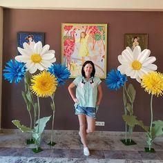 Я просто не могла не сфотографироваться в новой яркой, солнечной и жизнерадостной фотозоне, которую мы сделали специально для наших любимых клиентов!!!! . Наш сайт Www.bigflowers-nn.ru #ростовыецветынн #Большиецветы #гигантскиецветы #фотозонанасвадьбу #фотозоны #выставка #цветыизбумаги #цветыизизолона #ростовыецветы #оформлениемероприятия #арендафотозоны#декорации #изготовлениедекораций