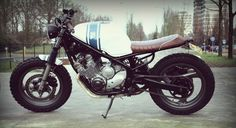 Good hands, good job. Yamaha XJ600 Diversion #StreetTracker by Wrench Kings. ¿Creías que este modelo de #Yamaha no era apto para transformar?